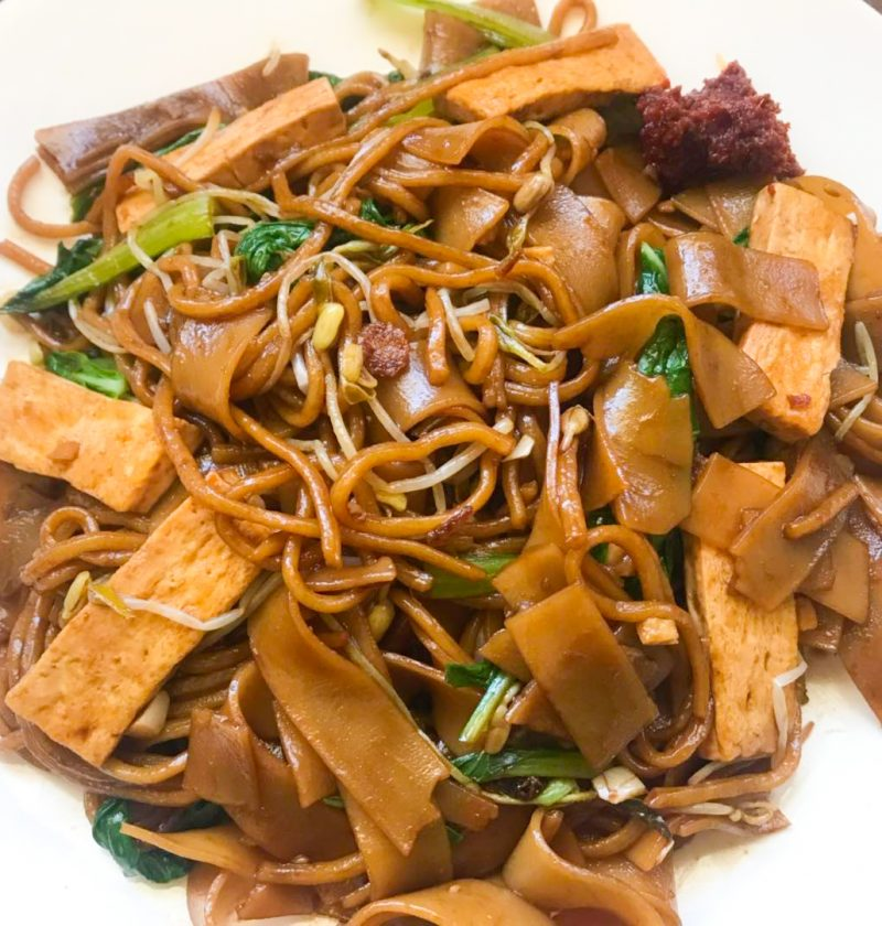 Fried Kway Tiao Mee (Mixed Noodles)