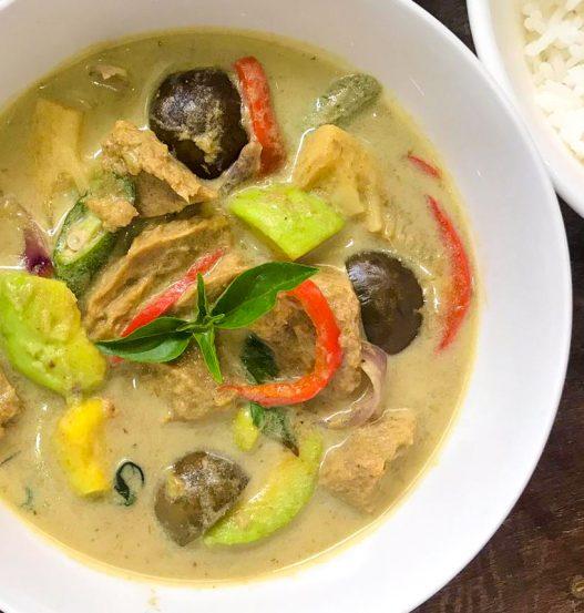 Green Curry (Kang Kaew Wan) with Avocado