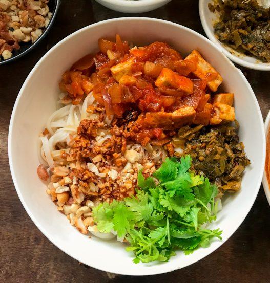 Vegan Shan Khao Swe   Burmese Shan Noodles